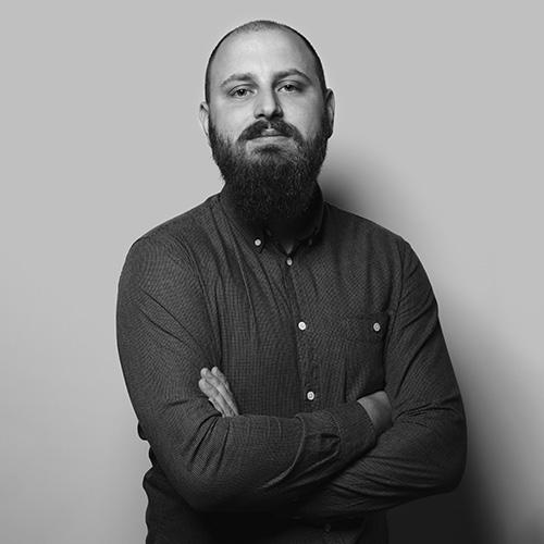 Christian är Digital Designer, Fornt-end utvecklare och fotograf